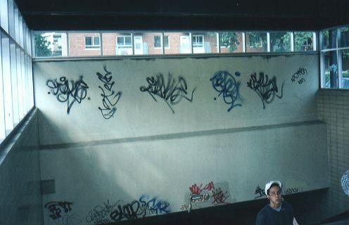 graffiti dans metro de montreal
