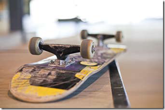 skate-board-roues-alignees-taz-roulodôme-planches-a-roulettes-skatepark
