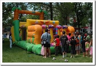 Jeux gonflables à la St-Jean 2006 au parc Morgan