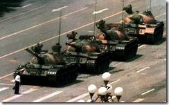 prisonniers-chinois-exposition-bodies-tiananmen-square-hero